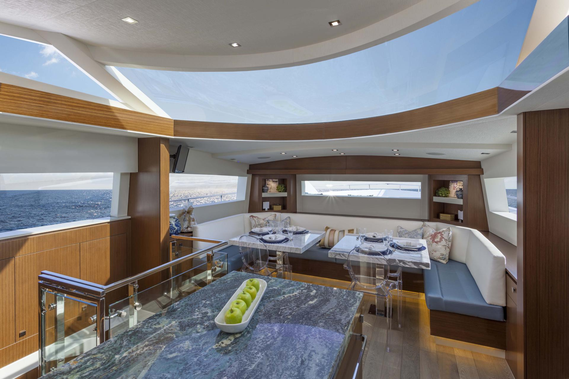 Hatteras M75 Panacera galley